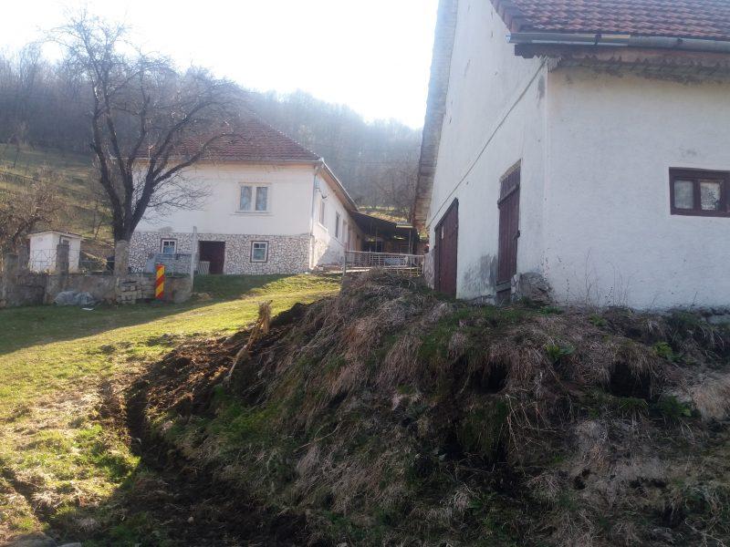 Bradean Vergil,sat Tarnita,utilitati apa,curent,baie,incalzire centrala,grajd,sura pret 50.000 euro